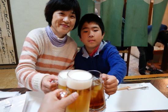 小なすは、昭和町交差点にある昭和な居酒屋。昭和の歌謡曲と料理がマッチングー。一人呑みにも最適。おすすめ