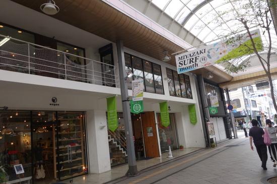 cafe&bar UNDERBAR(カフェ&バー アンダーバー